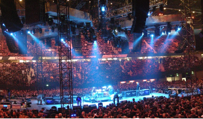 Als locatie voor het Songfestival heeft Rotterdam Ahoy op het oog.