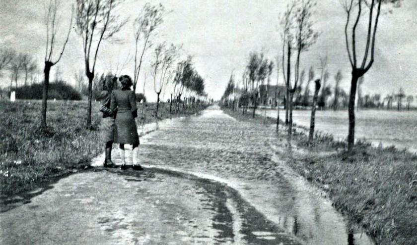 Inundatie 1944 op en naast Parallelweg-zuid.