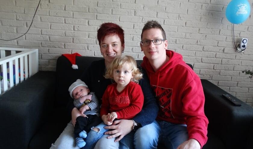 Suzanne, Ben en zus Zoë zijn blij met Sven die op 1 januari het levenslicht zag.
