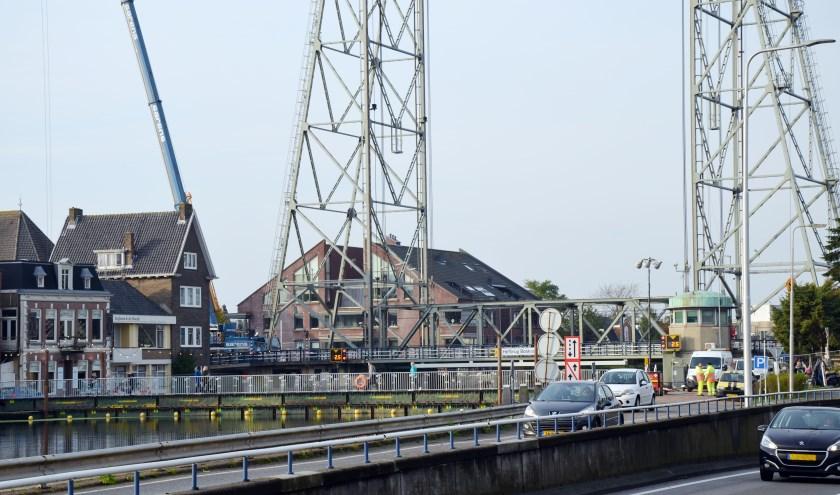 De hefbrug bij Boskoop werd onlangs acuut gesloten voor onderhoud. (foto: archief HvH Nicole Lamers)