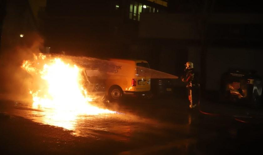 Op de Passage zijn vier auto's beschadigd geraakt door brand.
