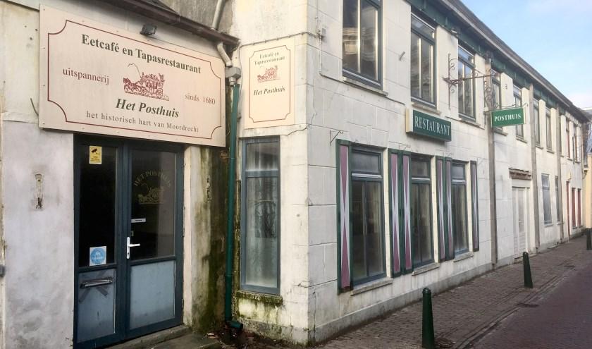 Het Posthuis staat er al jaren vervallen bij aan de Moordrechtse Dorpsstraat.