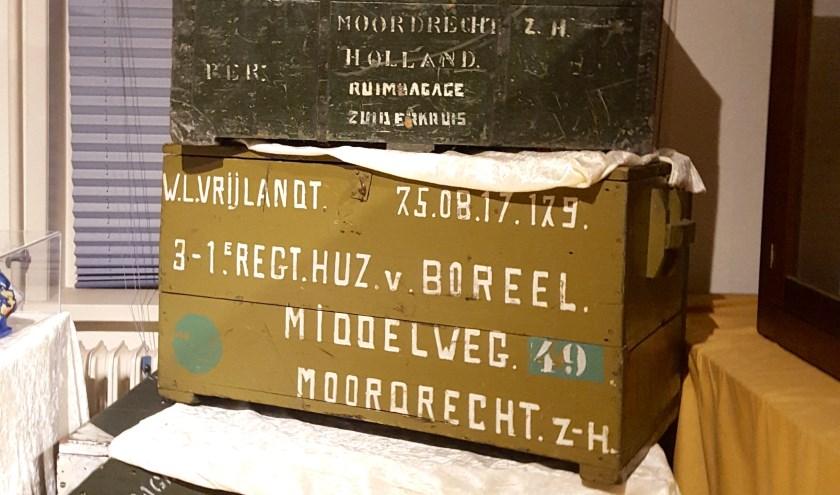 In de tentoonstelling over Moordrechtenaren die dienden in voormalig Nederlands-Indië, vertellen voorwerpen zoals grote hutkoffers het verhaal.