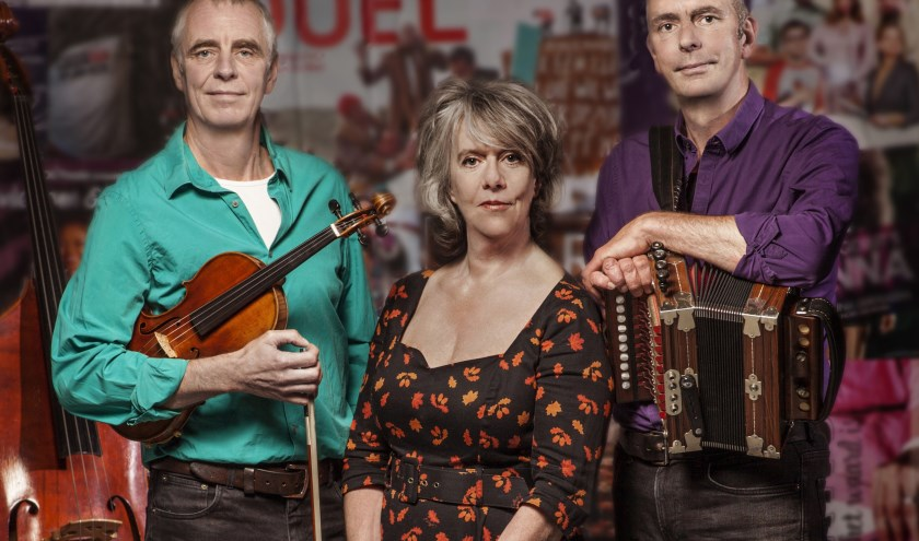 Walter (links) en Onno Kuipers begeleiden Meijers op de trip door haar muzikale leven.