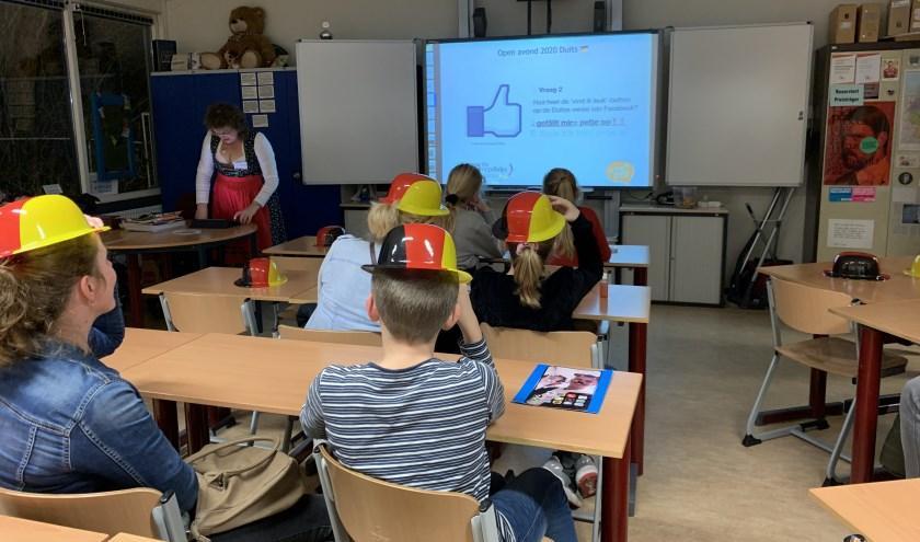 Even 'snuffelen' aan Duitse les. (Foto: pr)