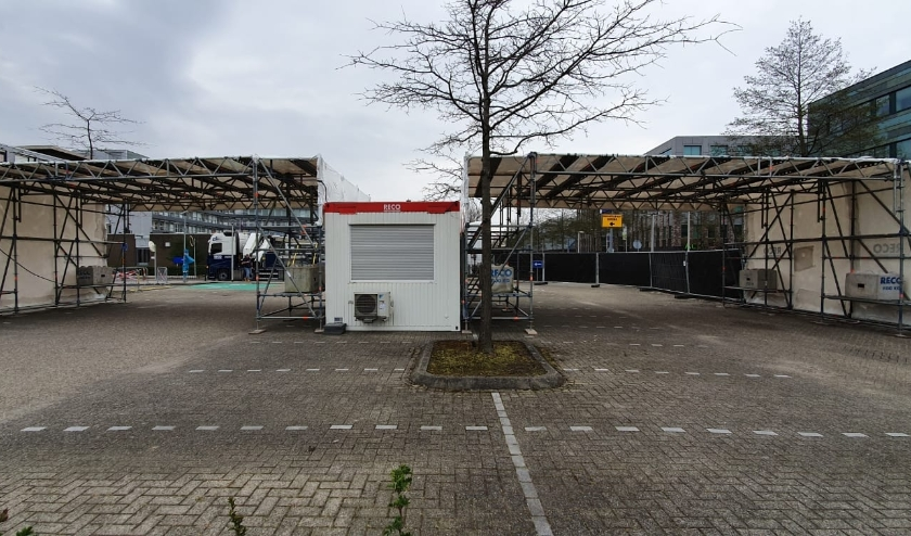 De drive-in testlocatie voor zorgmedewerkers in Leiderdorp.