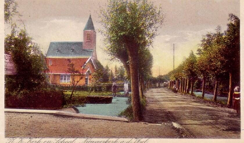Prent van de 's-Gravenweg (circa 1925) met zicht op de katholieke school en de Josephkerk.