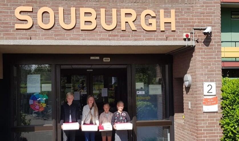 De familie Reyneveld en Gelderblom trakteerde de bewoners van Souburgh op gebak.