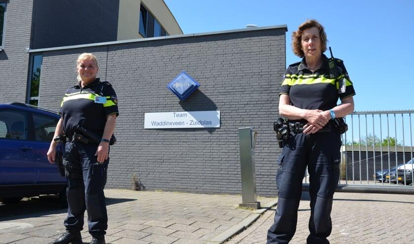 Waddinxveense wijkagenten Marion Elsen (links) en Corina Kant (rechts).