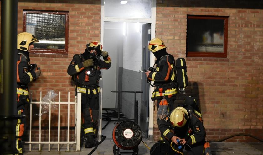De brandweer werd gealarmeerd voor rook in een kelderbox. (foto: AS Media)