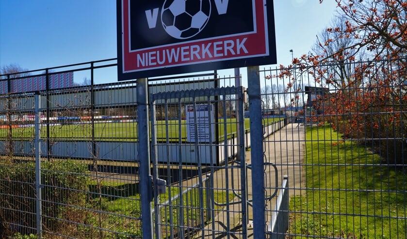De poort van vv Nieuwerkerk is weer open: ook Jens Stange stond weer voor het eerst op het veld.
