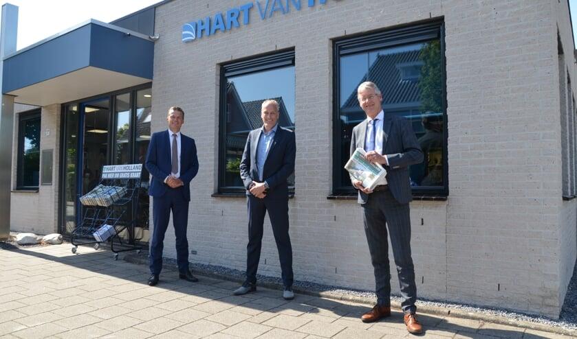 Van links naar rechts: burgemeester Nieuwenhuis, Niels Elgersma en minister Slob.