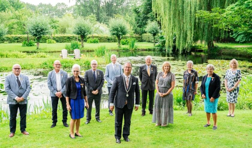 De groepsfoto samen met de burgemeester.