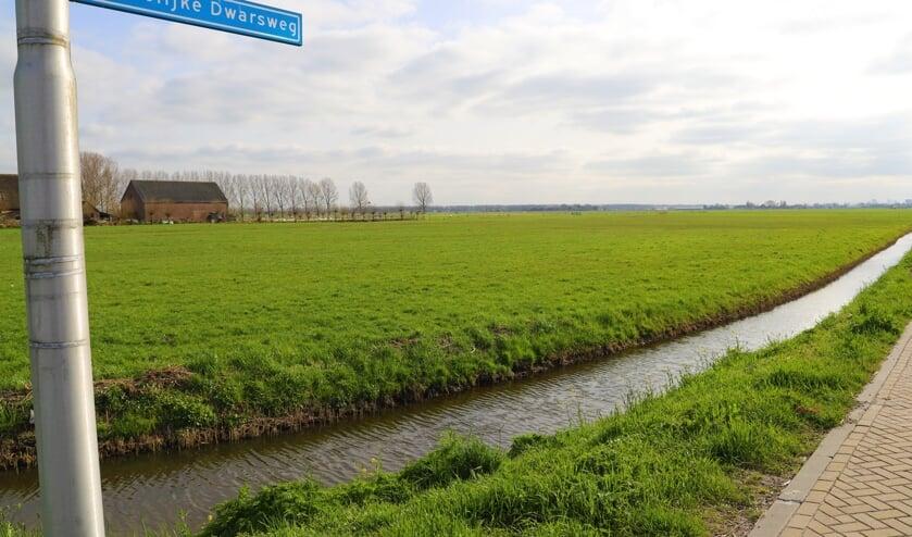 <p>De Zuidelijke Dwarsweg is in de toekomst geen doorgaande autoweg meer, maar maakt deel uit van het fietscircuit rondom het Vijfde Dorp.</p>
