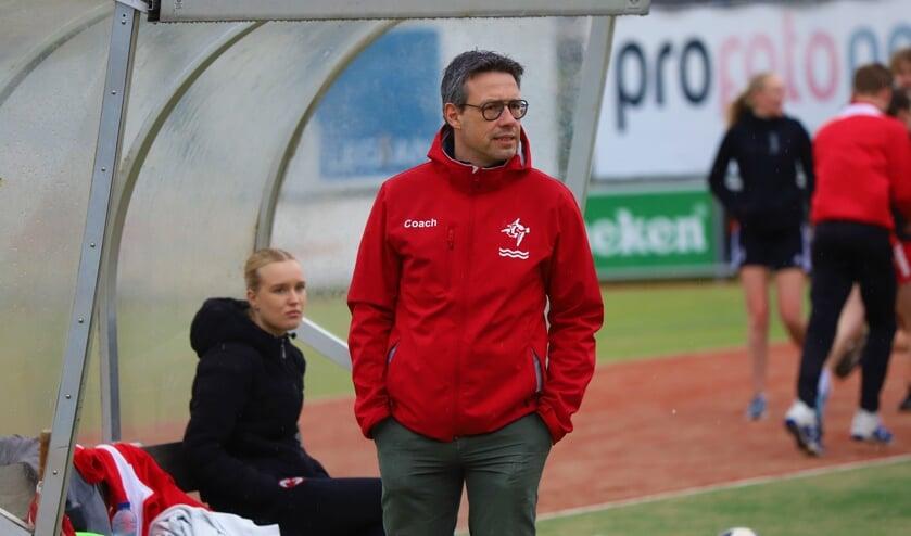 <p>Mark van den Brink bij &eacute;&eacute;n van de onderlinge oefenwedstrijden van IJsselvogels. (tekst en foto: Erik van Leeuwen)</p>