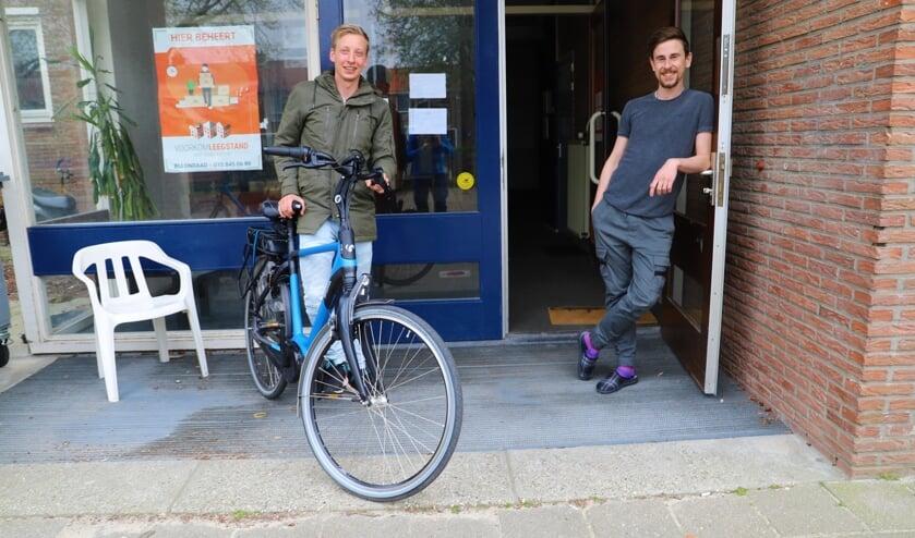 Myron Mebius (links) en Bob Intres wachten met smart op een éigen woning.