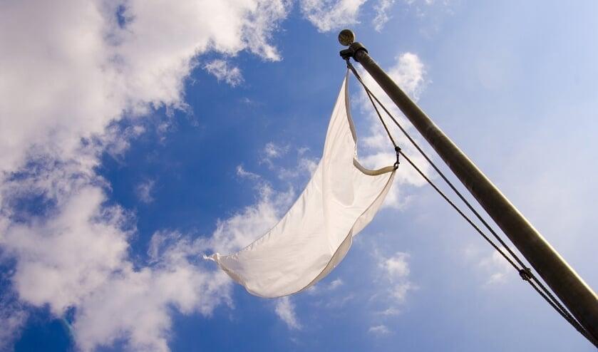 <p>Menke Bac: &quot;Het zou mooi zijn als er op deze Hemelvaartsdag veel witte vlaggen te zien zijn in Zuidplas, als teken van verbinding, hoop en leven.&quot; </p>