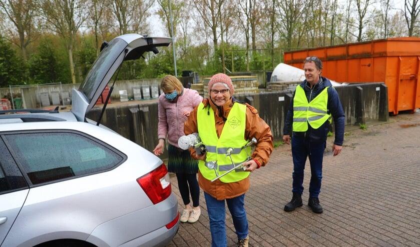 <p>&quot;Zonde om weg te gooien&quot;, vond een van de brengers van gebruikte spullen zaterdag bij het afvalbrengstation. (foto en tekst: Erik van Leeuwen)</p>