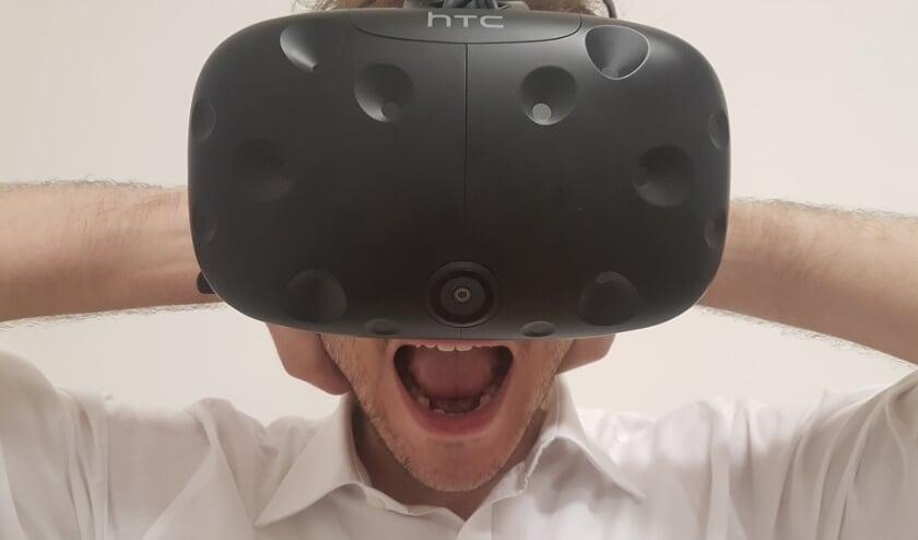 <p>Virtual reality beleef je alleen of samen door middel van deze &#39;bril&#39;.</p>