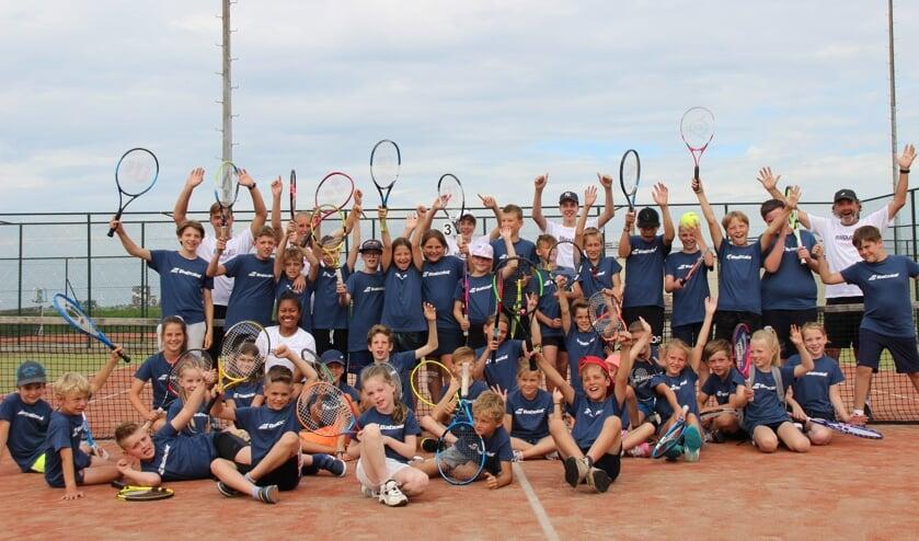 <p>Deze zomer kunnen kinderen kennismaken met tennis en padel.</p>
