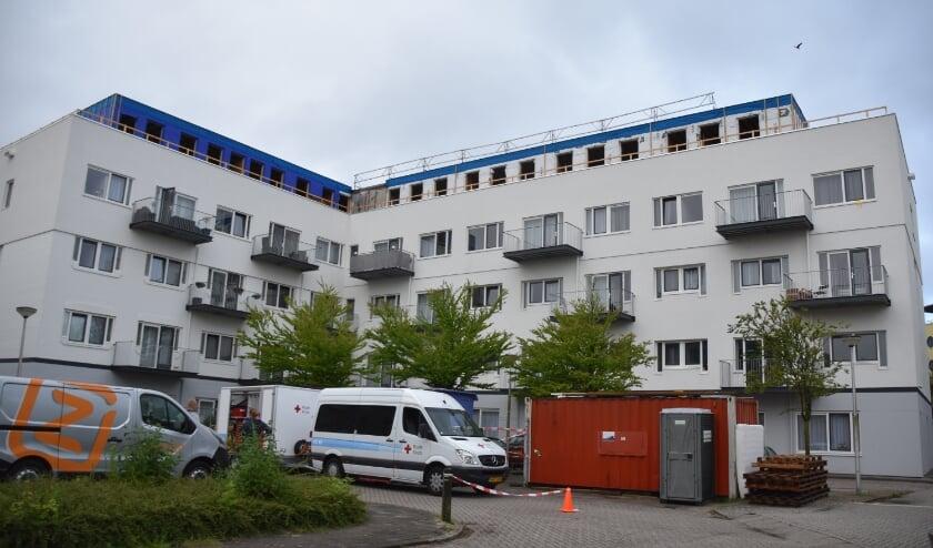 <p>Het gebouw aan de Limaweg moest onlangs worden ontruimd wegens wateroverlast.</p>