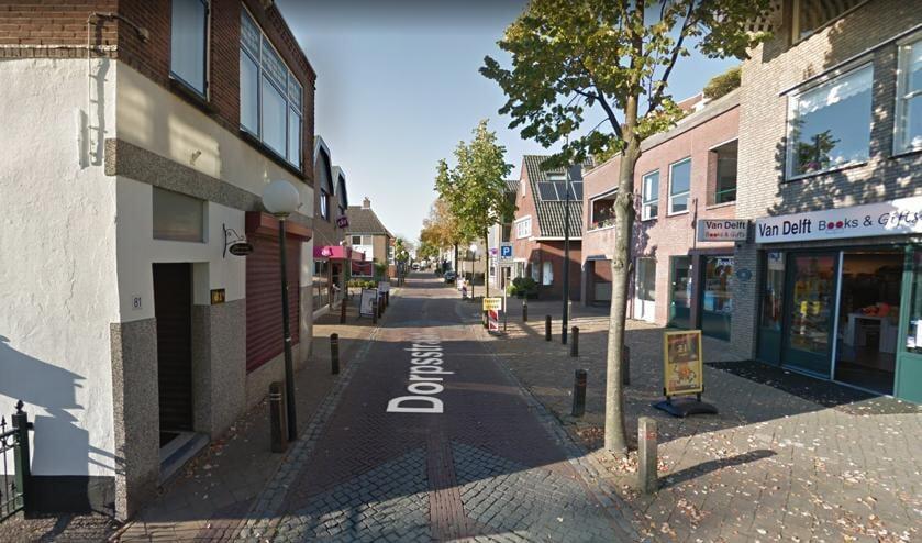 <p>Panden in de Dorpsstraat in Zevenhuizen zouden te lijden hebben onder al het vrachtverkeer.</p>