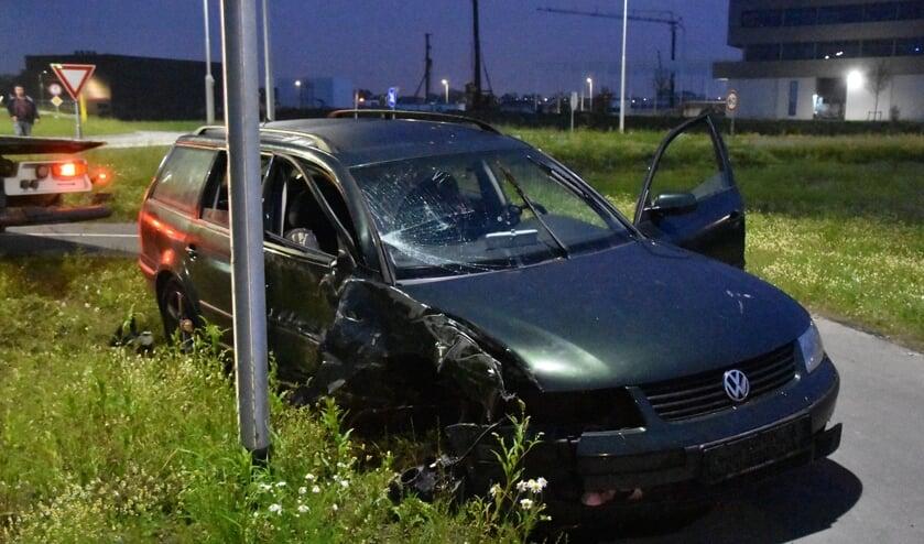 De auto heeft veel schade òpgelopen.