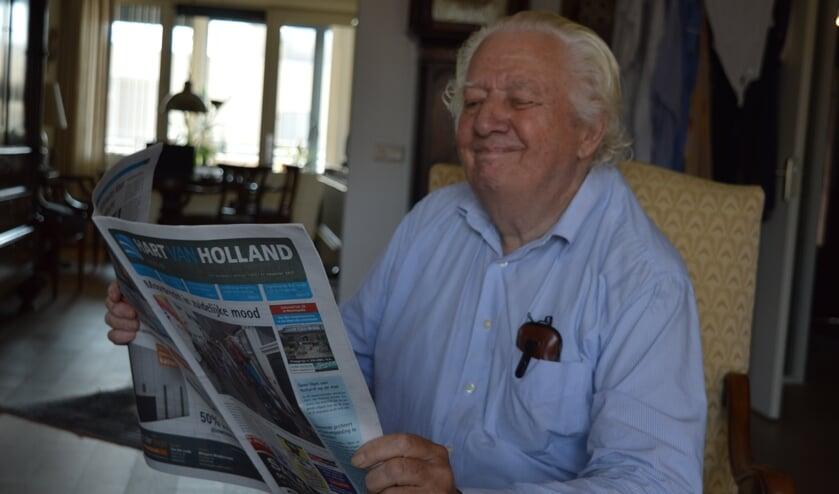 <p>Ook in Bodegraven leest Frans Schiereck nog de nieuwste Hart van Holland.</p>