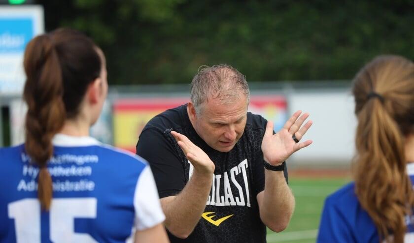 Jan-Willem Hofman geeft aanwijzigingen. (tekst en foto: Erik van Leeuwen)