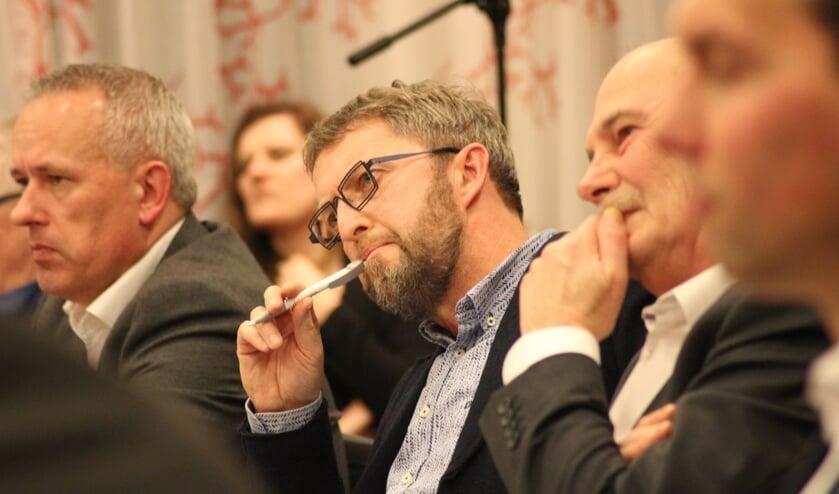 <p>Halvard Jan Hettema, hier aandachtig luisterend en met de pen in de mond. (Archieffoto HvH/ tekst: Erik van Leeuwen)&nbsp;</p>