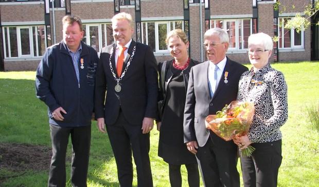 Anton van de Sande, burgemeester Mark Buijs, Christel Buijs, Jacques Habraken, Tonny Wagenaars-Vromans.  © MooiBoxtel