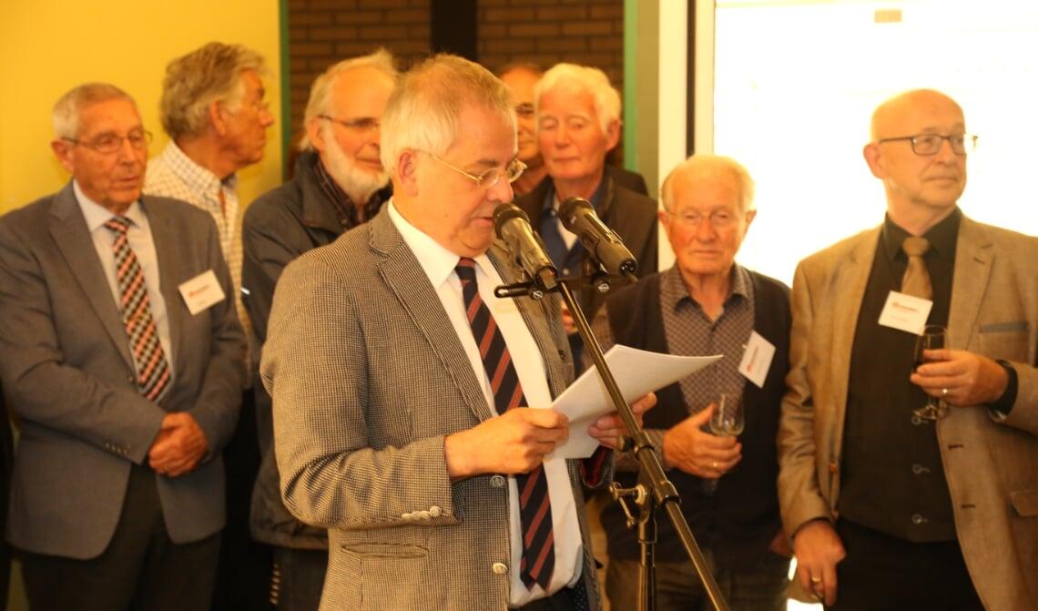 <p>Arjen Witteveen (achter de microfoon) zet zich al jaren in voor de minderbedeelden in Boxtel. (Foto: Sander van Kasteren)</p>