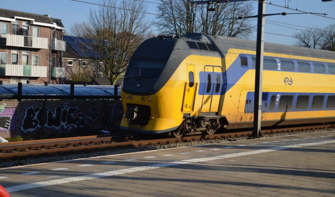 <p>Een groot deel van het centrum wordt voor treinreizigers straks door een minimaal 4 meter hoog geluidsscherm aan het zicht onttrokken.</p>