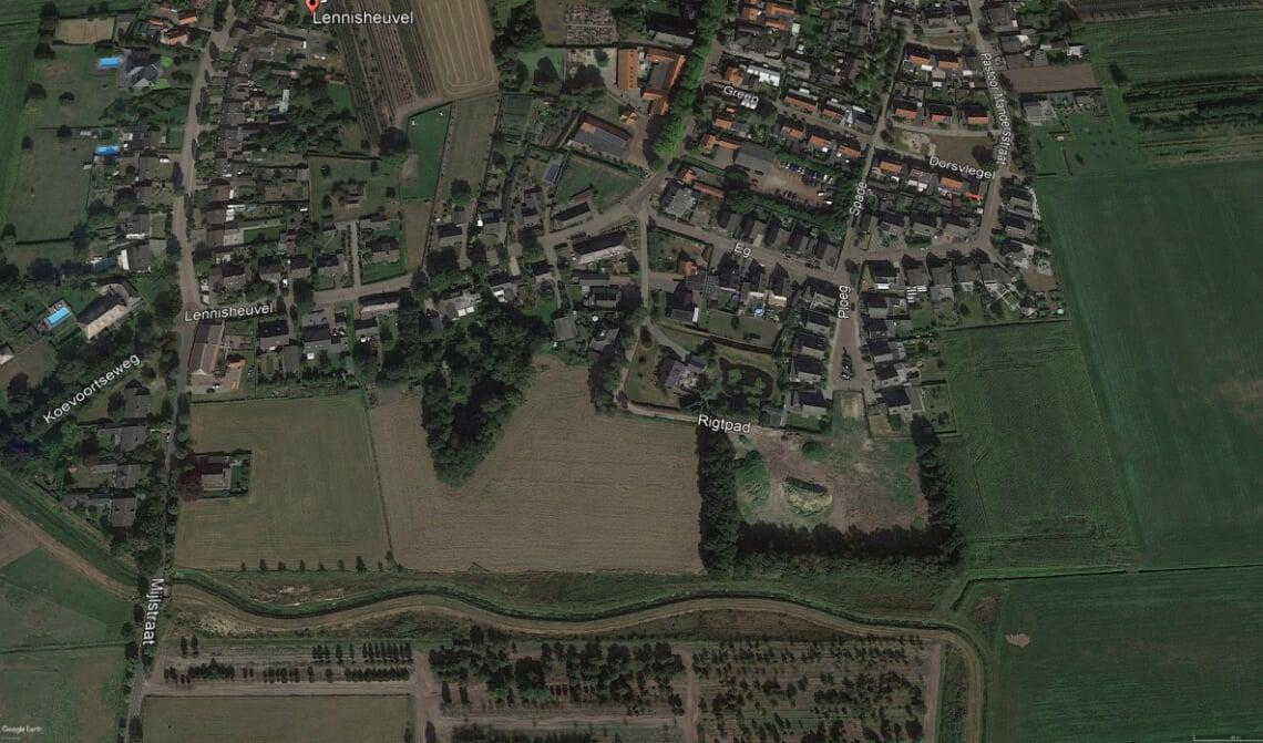 <p>De plek waar de wijk moest komen, met onder in de tekening de Heerenbeekloop.</p>