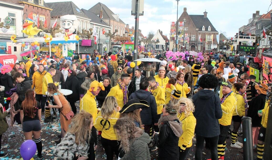 Carnaval, met zoals op deze foto uit 2018 het publiek rijendik op de Boxtelse Markt, zal in 2021 geen doorgang vinden.