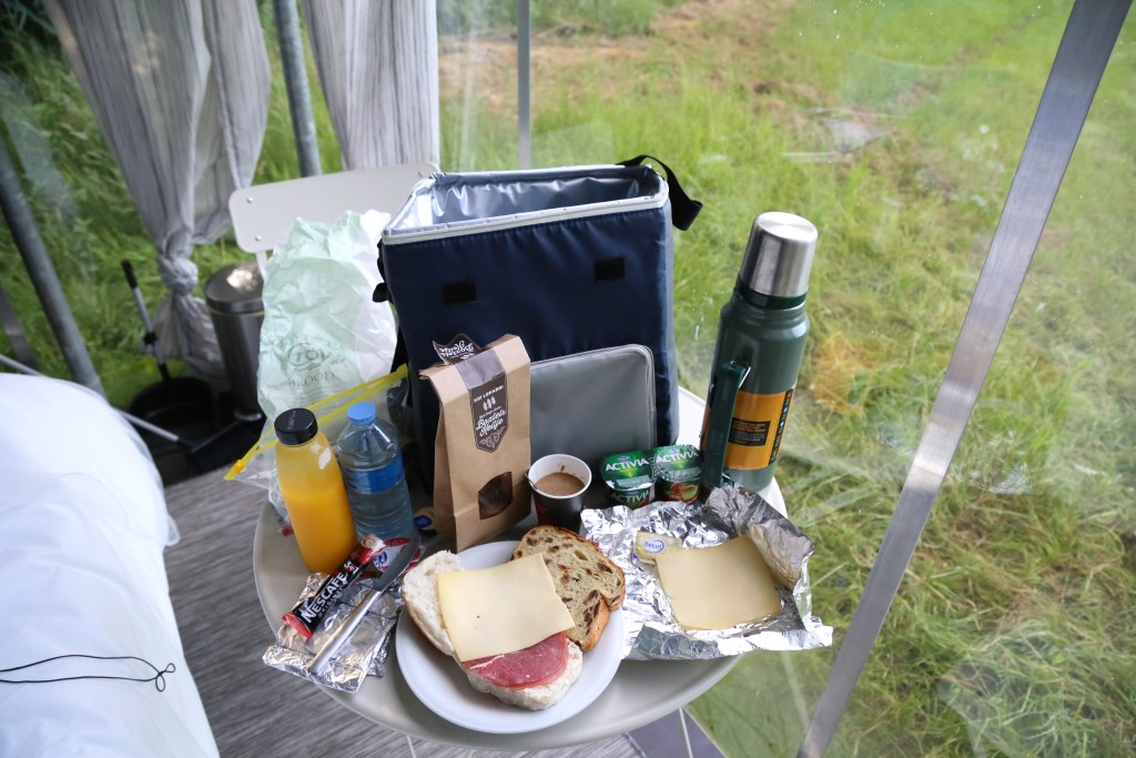 Het ontbijt is ruim bemeten voor één gast. Foto: Sander van Kasteren © MooiBoxtel