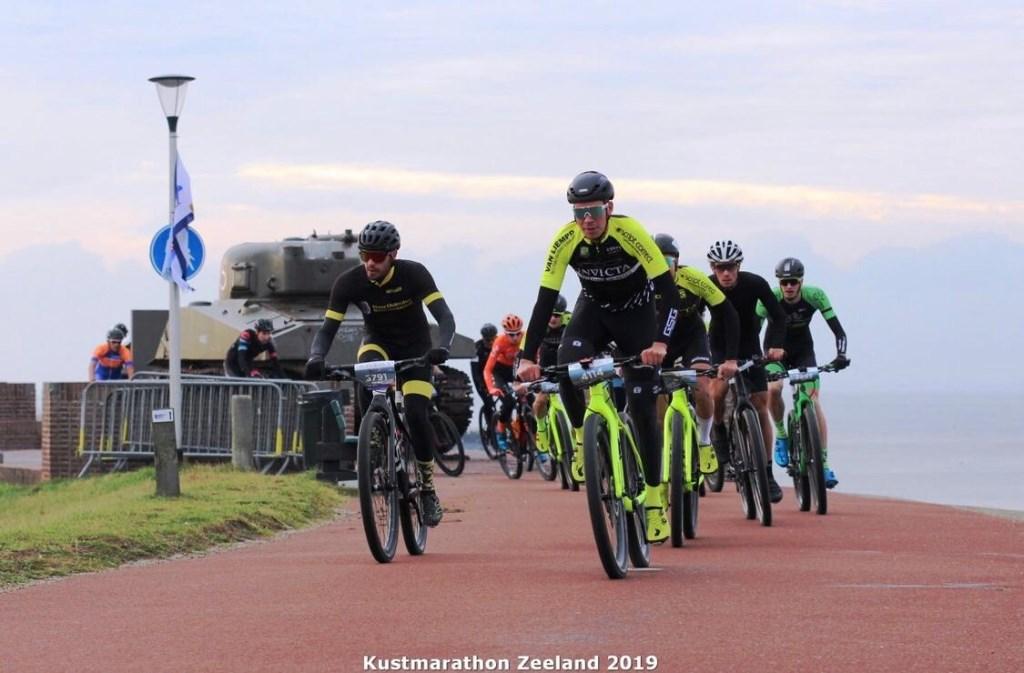 Team Invicta Foto: St. Wielerpromotie Brabant © MooiGestel