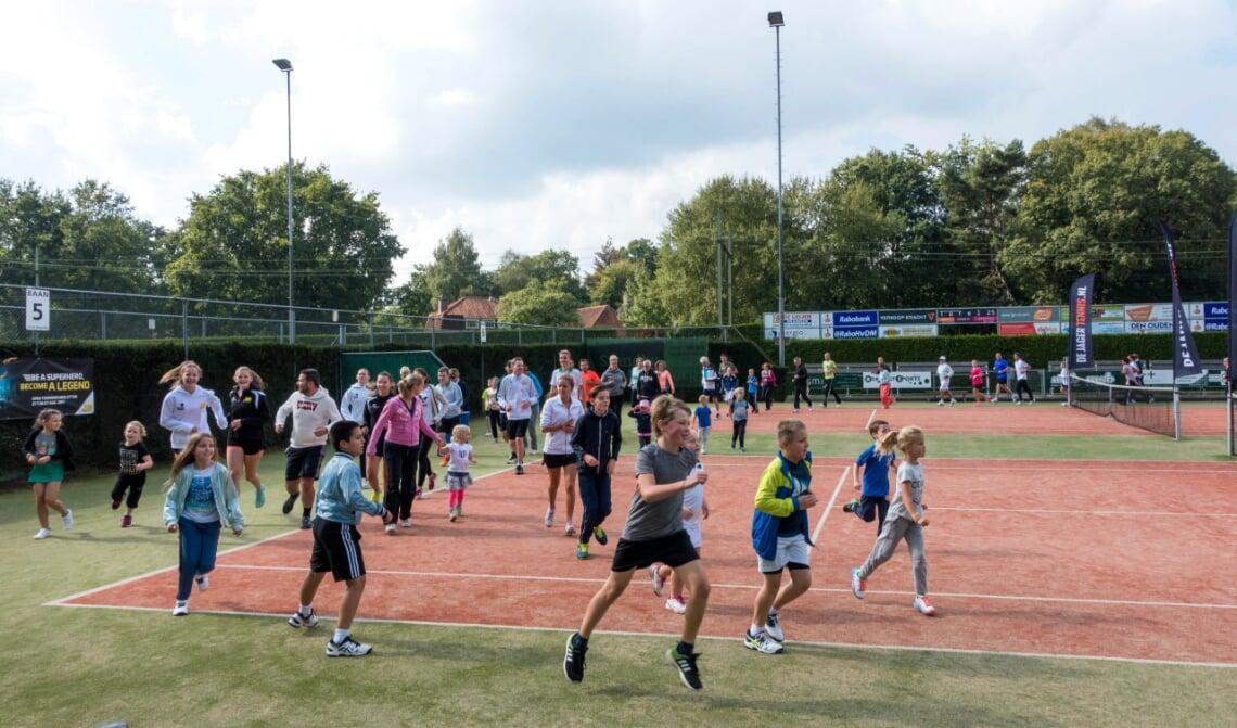 <p>Boxtelse jeugd is aan het sporten bij LTV De Merletten.</p>