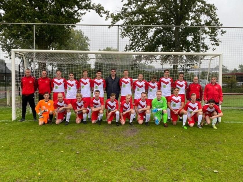 teamfoto met nieuwe tenues voorafgaand aan de wedstrijd tegen Fiducia   | Fotonummer: 04e4f9