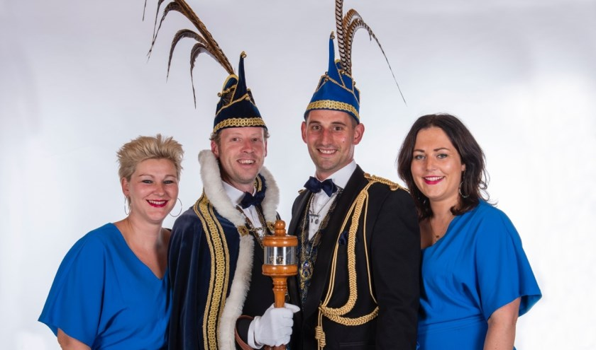 Prins Bernardus d'n Urste (l) en Adjudant Harm (r) met hun partners   | Fotonummer: 685a2f
