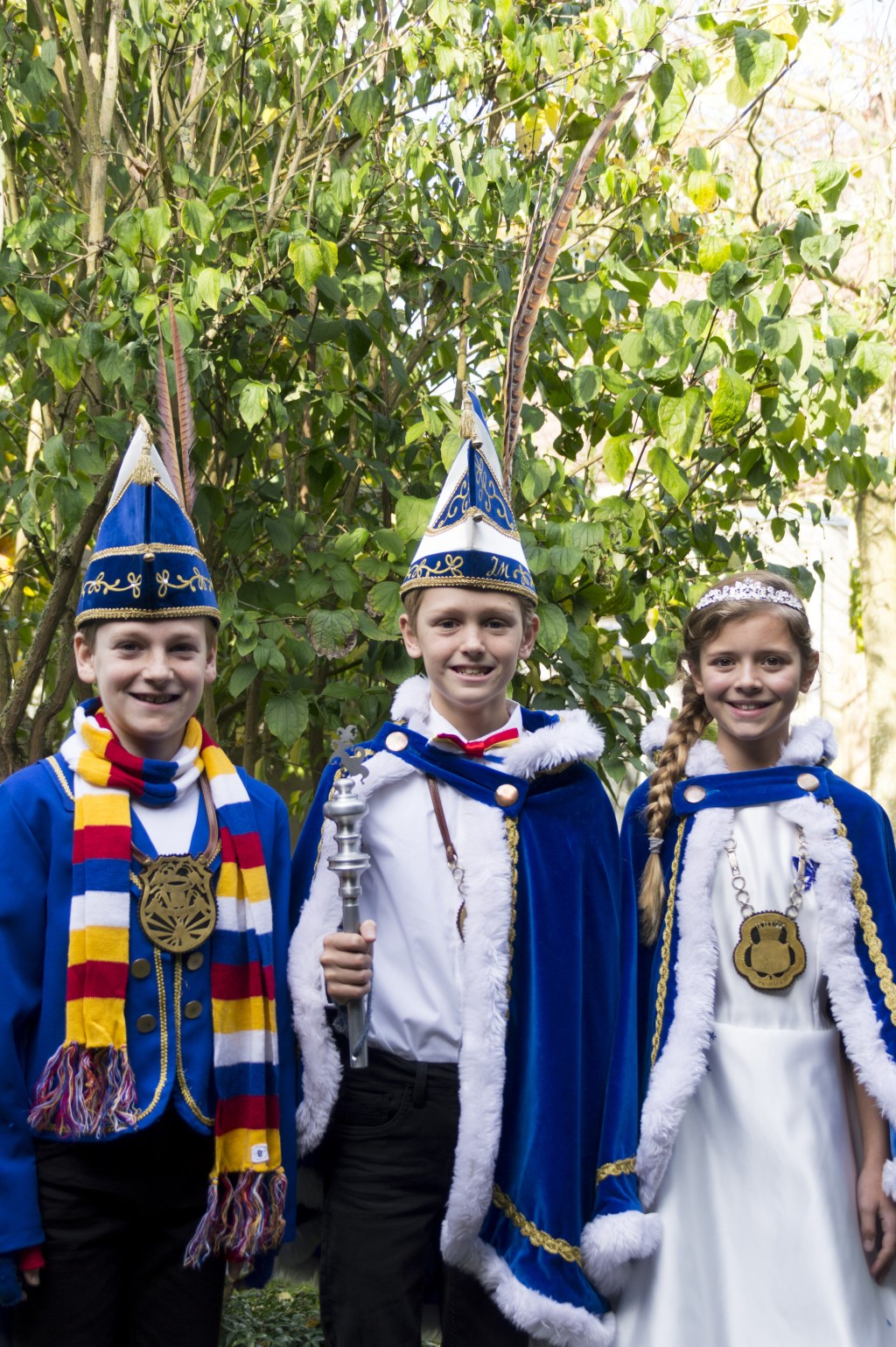 Jeugdprins Karel d'n Uurste en Jeugdprinses Mijntje regeren over Bokkendonk,links op de foto adjudant Finn van Uden Foto: Jeugdprinsenclub Bokkendonk © MooiGestel
