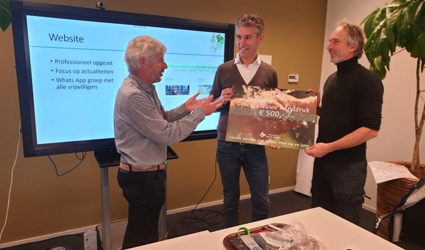 vlnr: Peter van Dijk (lid dagelijks bestuur Aa en Maas) en Pieter Janse, (secretaris SLA) en Jeroen Charpentier (bestuurslid SLA)   | Fotonummer: 245c13