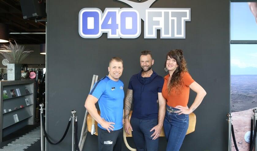 Van links naar rechts 040FIT manager Ralph Zomer, Daniël Hoenselaars en Linda Hoenselaars.   | Fotonummer: 2b1007