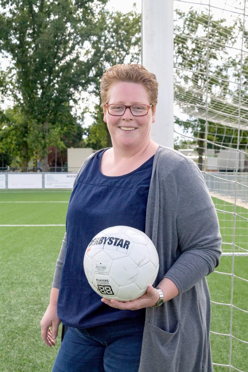 Helma van de Ven is vrijwilliger bij voetbalvereniging RKSV Boxtel en één van de gezichten van de campagne.  | Fotonummer: 4838a3