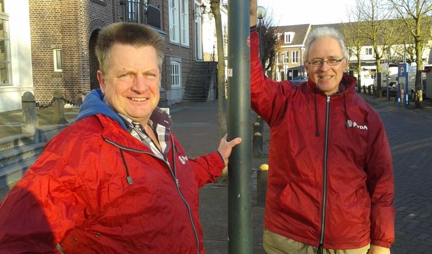 Jan Pieter Vermeulen (rechts) nam afgelopen week afscheid als fractievoorzitter van de PvdA. Hij werd opgevolgd door Jack de Vlieger (links)    | Fotonummer: 6dcd79