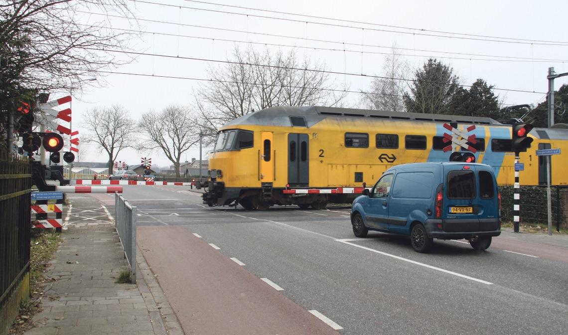 Het ziet er niet naar uit dat de dubbele spoorwegovergang vóór 2022 gesloten wordt.