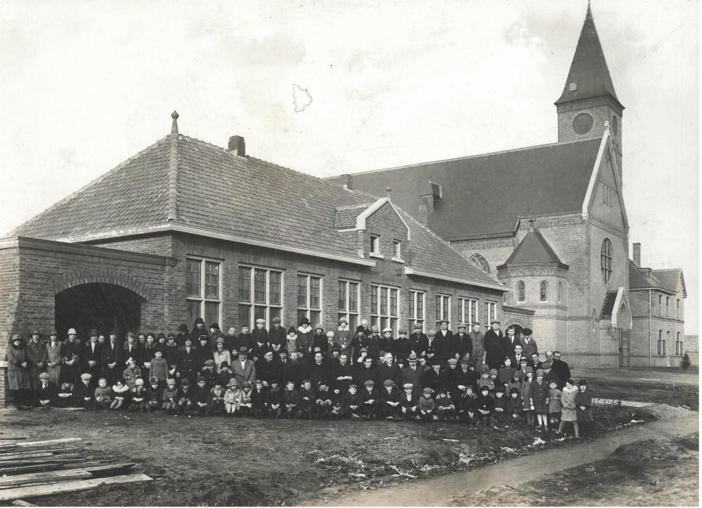 De foto die tijdens de opening in 1930 werd gemaakt. Foto: Basisschool St.-Theresia © MooiBoxtel
