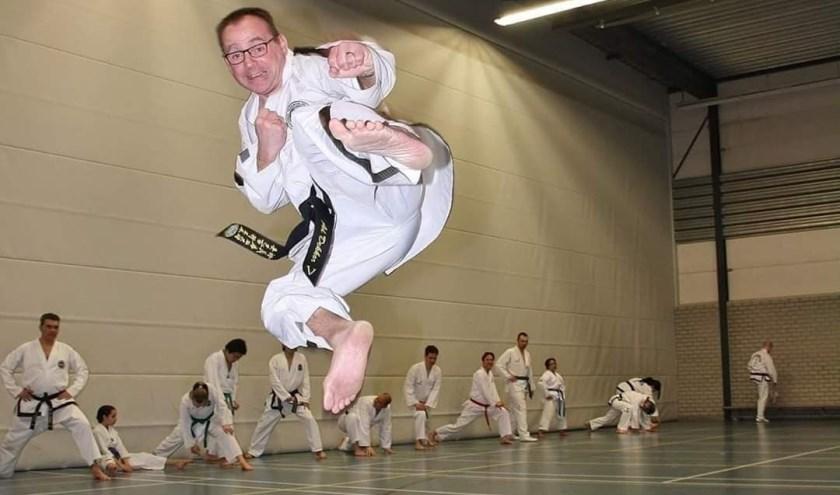 Ad Dekker zit al 40 jaar in de martial arts en viert bovendien het 30-jarig jubileum van zijn taekwondoschool. (Foto: Privécollectie Ad Dekker)     Fotonummer: 308237
