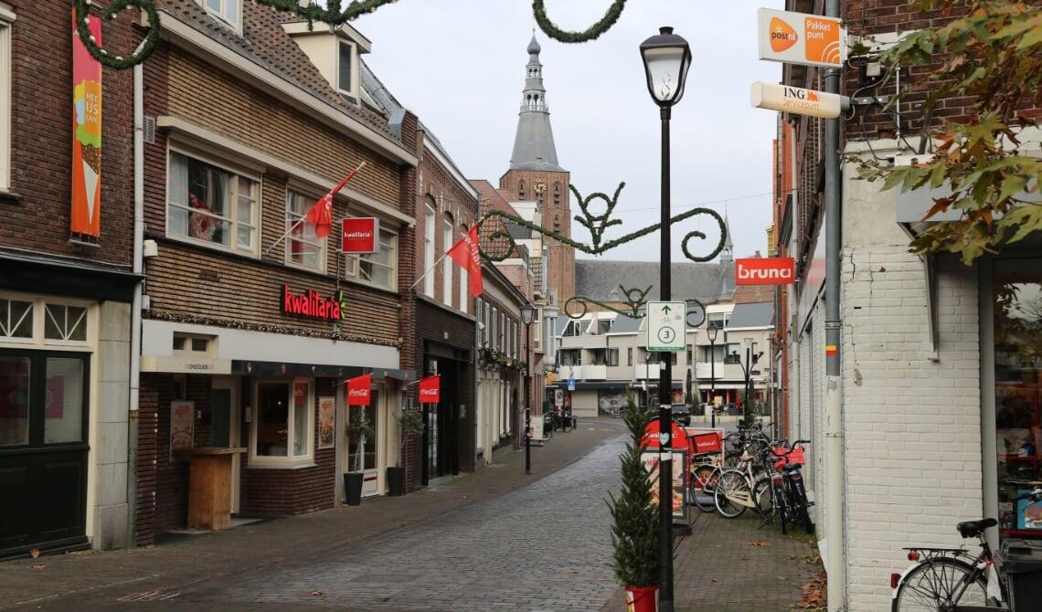 <p>Hoewel het centrum in Boxtel mooi versierd is, blijven de meeste winkels vandaag dicht.</p>