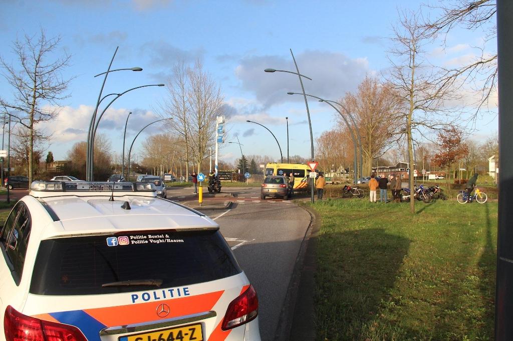 112,ongeluk,rotonde,Schijndelseweg,Boxtel,ambulance,ziekenauto,politie,botsing Foto: Persburo Sander van Gils/Remco Rooijakkers © MooiBoxtel